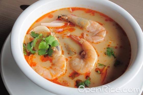 Krathong Thai Restaurant, Thai cuisine, Sri Petaling, Cheras, Glass City, Hot and Sour Soup with Shrimp, Tom Yum Goong