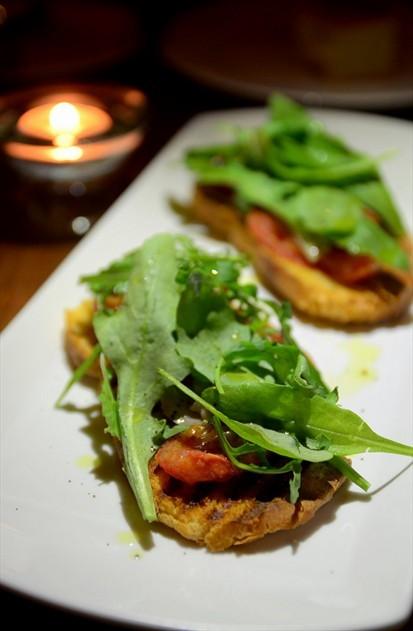 Bruschetta with Rocket Salad and Artichoke